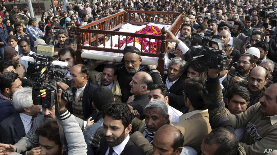 Mourners attend the funeral of Pakistani human rights activist Asma Jahangir in Lahore, Pakistan, Feb. 13, 2018.