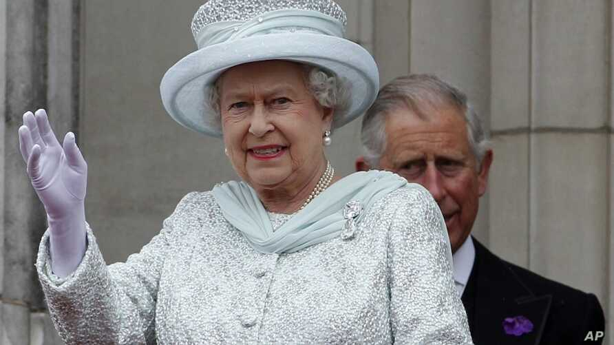 Britain's Queen Elizabeth waves from the balcony at Buckingham Palace during the Diamond Jubilee celebrations in central London Tuesday June 5, 2012.