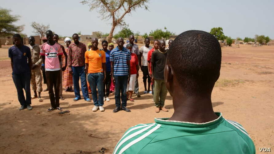 While waiting to be cantoned the militia Ganda Izo trains in Sevare, Mali, June 26, 2016. The cantonment and disarmament of the armed groups is part of the peace process following the Algiers accord signed by the Bamako government and the northern se