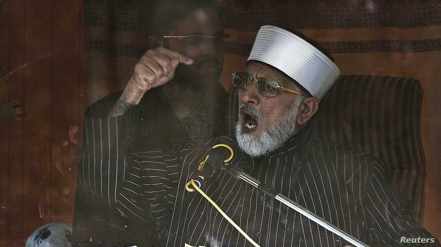 Sufi cleric and leader of the Minhaj-ul-Quran religious organisation Muhammad Tahirul Qadri addresses his supporters from behind the window of an armored vehicle on the second day of protests in Islamabad, January 15, 2013.