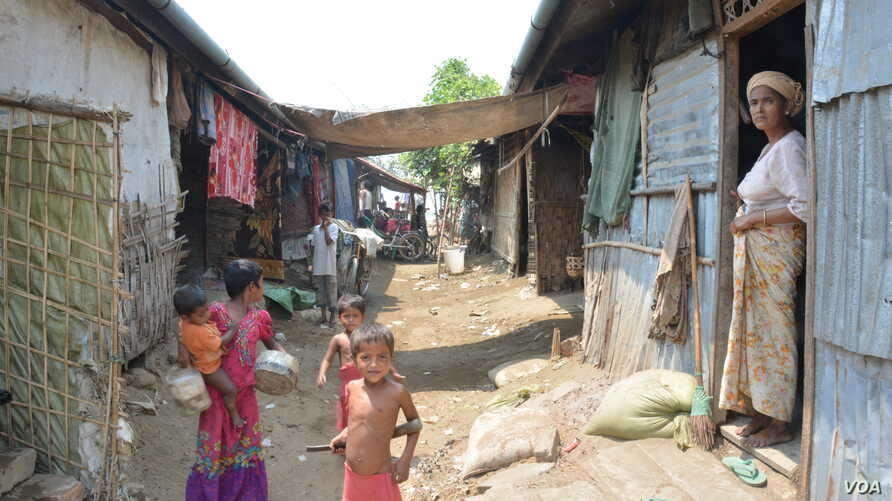 Displaced children and women are seen in run-down UN shelters in Baw Du Pha Camp 1 outside Sittwe. (P. Vrieze for VOA)