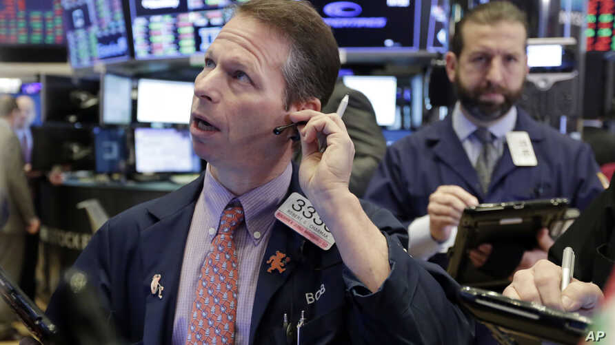 Trader Robert Charmak, left, works on the floor of the New York Stock Exchange, Feb. 8, 2018. U.S. stocks are lower Thursday as losses from the previous day continue.