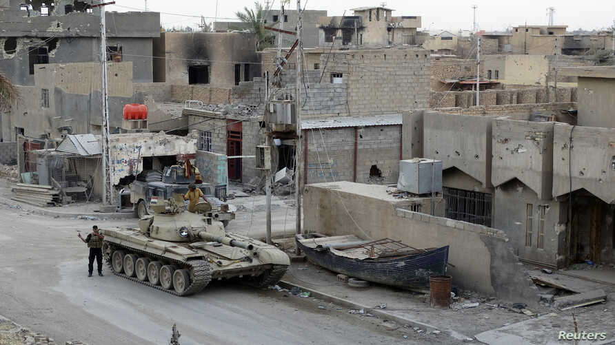 An armored personnel carrier of the Iraqi security forces is seen during clashes with al-Qaida-linked Islamic State in Iraq and the Levantin the city of Ramadi, Iraq, May 12, 2014.