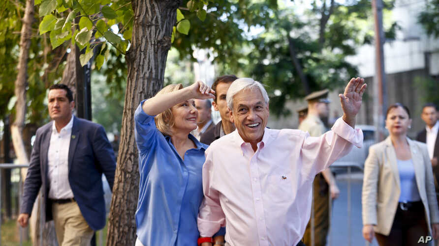 Former Chilean President and current presidential candidate Sebastian Pinera waves before voting during presidential elections runoff in Santiago, Chile, Sunday, Dec. 17, 2017.