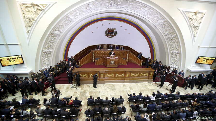 Venezuela's President Nicolas Maduro (C) addresses lawmakers at the National Assembly during his annual report of the state of the nation at the National Assembly in Caracas, Jan. 15, 2016.