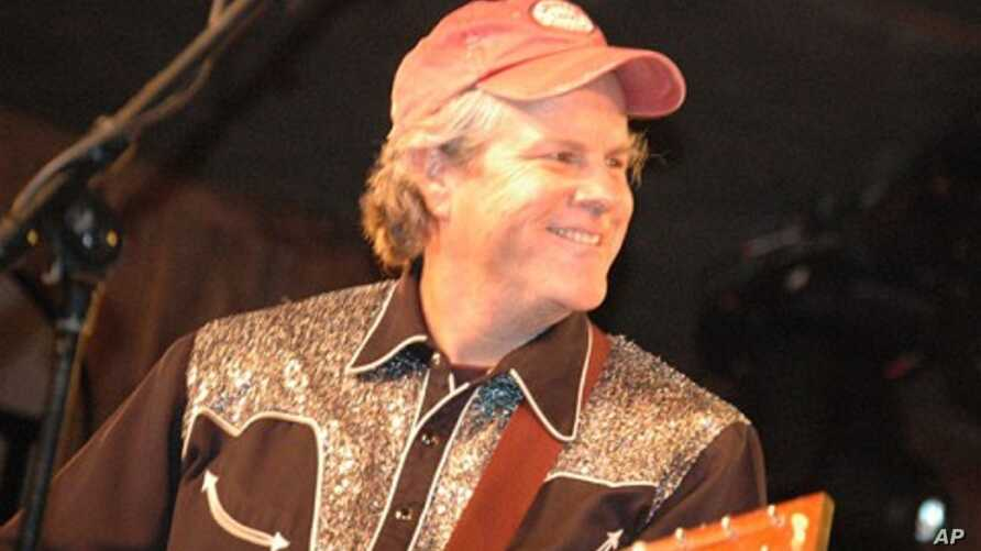 Robert Earl Keen performs on stage during concert tour