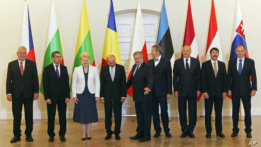 Participants in the meeting of heads of state of NATO countries in central and eastern Europe in Warsaw, Poland, Jul 22, 2014.
