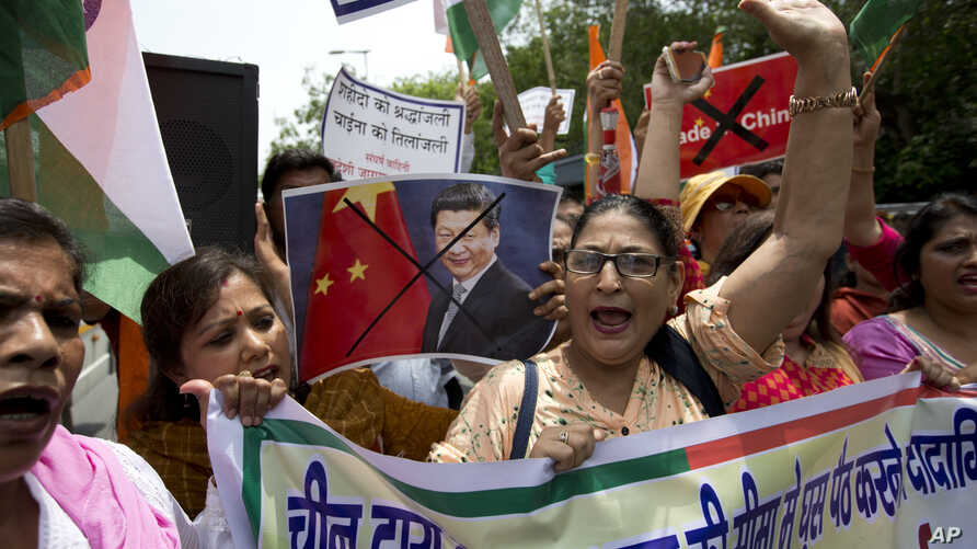 Activists of Swadeshi Jagaran Manch, a Hindu right-wing organization promoting indigenous products, shout slogans against China during a protest in New Delhi, India, July 4, 2017. They were protesting China's decision to suspend the pilgrimage to Kai