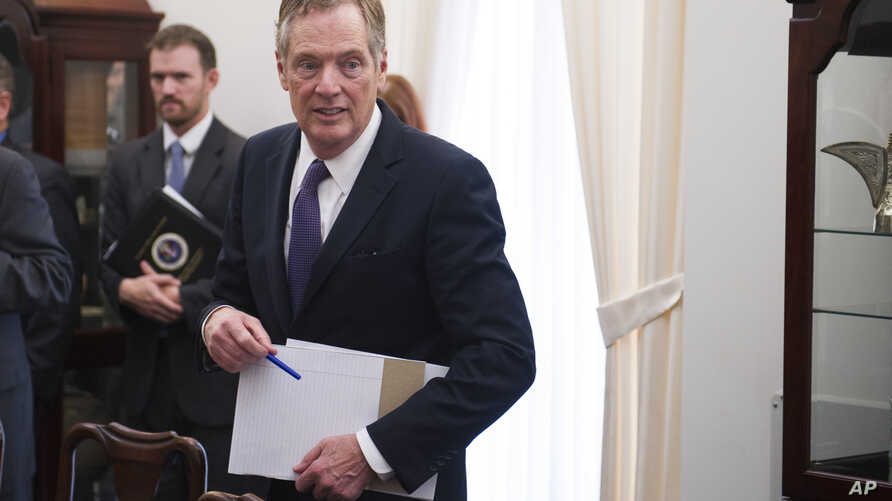 U.S. Trade Representative Robert Lighthizer arrives for a meeting with German Minister for Economic Affairs and Energy Brigitte Zypries in Washington, May 24, 2017.