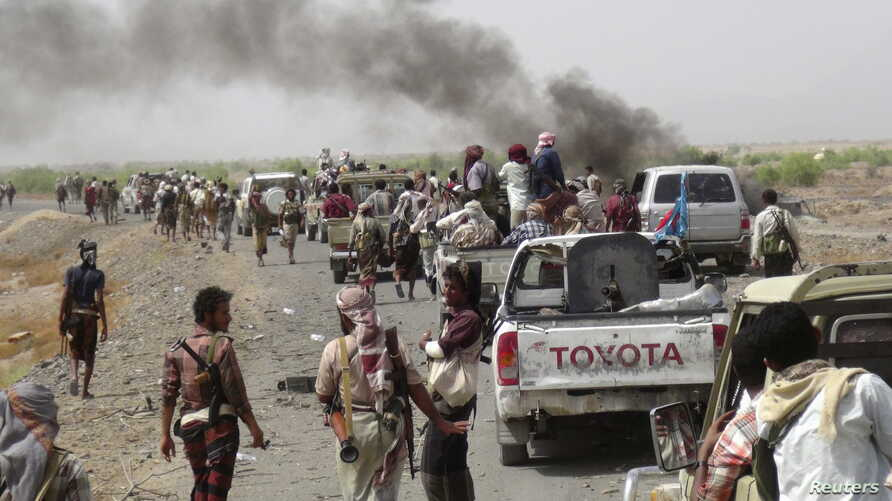 Fighters loyal to Yemen's President Abd-Rabbu Mansour Hadi gather on a road leading to the al-Anad military and air base in the country's southern province of Lahej Aug. 3, 2015.