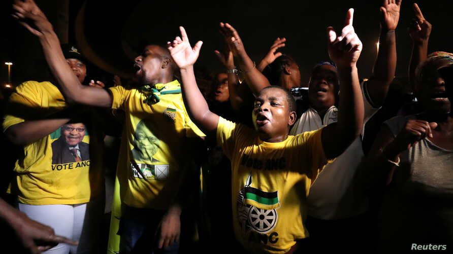 Supporters of former South African President Jacob Zuma hold a vigil before his court appearance in Durban, South Africa, April 5, 2018.