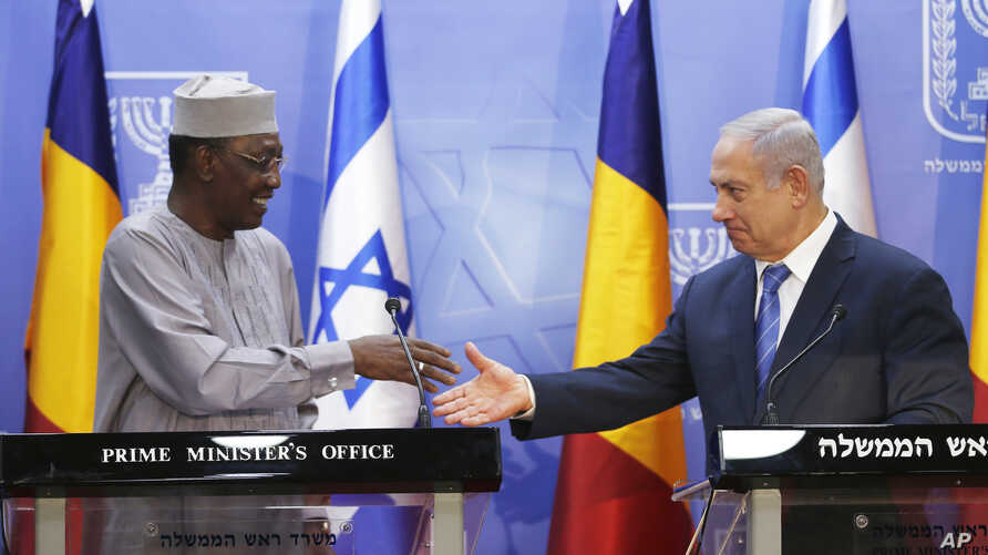 Israeli Prime Minister Benjamin Netanyahu, right, goes to shake hands with President of Chad Idriss Deby, during a joint press conference, in Jerusalem, Nov. 25, 2018.