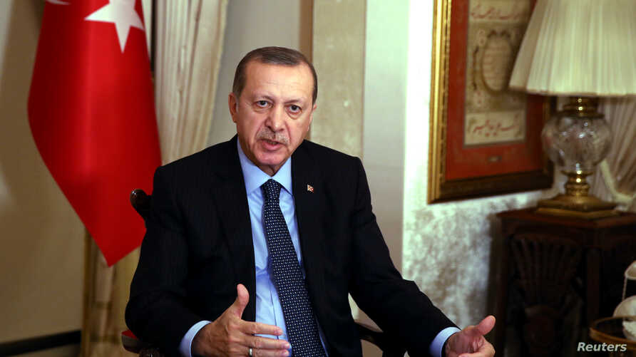 """Turkish President Tayyip Erdogan gives an interview in Istanbul, Dec. 19, 2016. Claims by Erdogan that there is """"confirmed evidence"""" showing U.S.-led coalition forces have given support to Islamic State were denied by the United States, Dec. 28, 2016"""