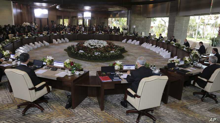 Leaders of the Asia-Pacific Economic Cooperation (APEC) countries attend the APEC Leaders Retreat in Bali, Indonesia, Monday, Oct. 7, 2013. (AP Photo/Dita Alangkara, Pool)
