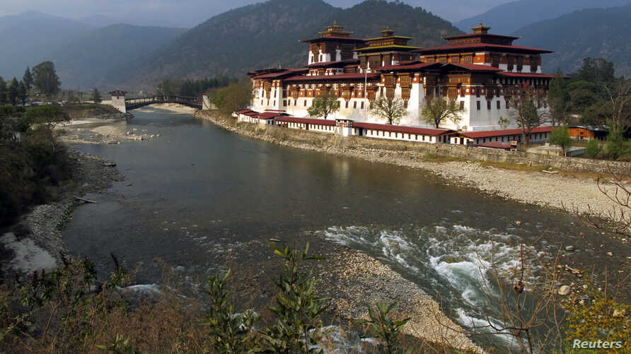 The former administrative centre of Punakha Dzong, one of Bhutan's largest buildings, is seen in Punakha, Bhutan, March 13, 2011.