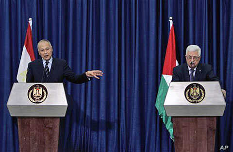 Egyptian FM Ahmed Aboul Gheit (L) speaks during a joint press conference with Palestinian President Mahmoud Abbas in the West Bank city of Ramallah, 28 Oct 2010
