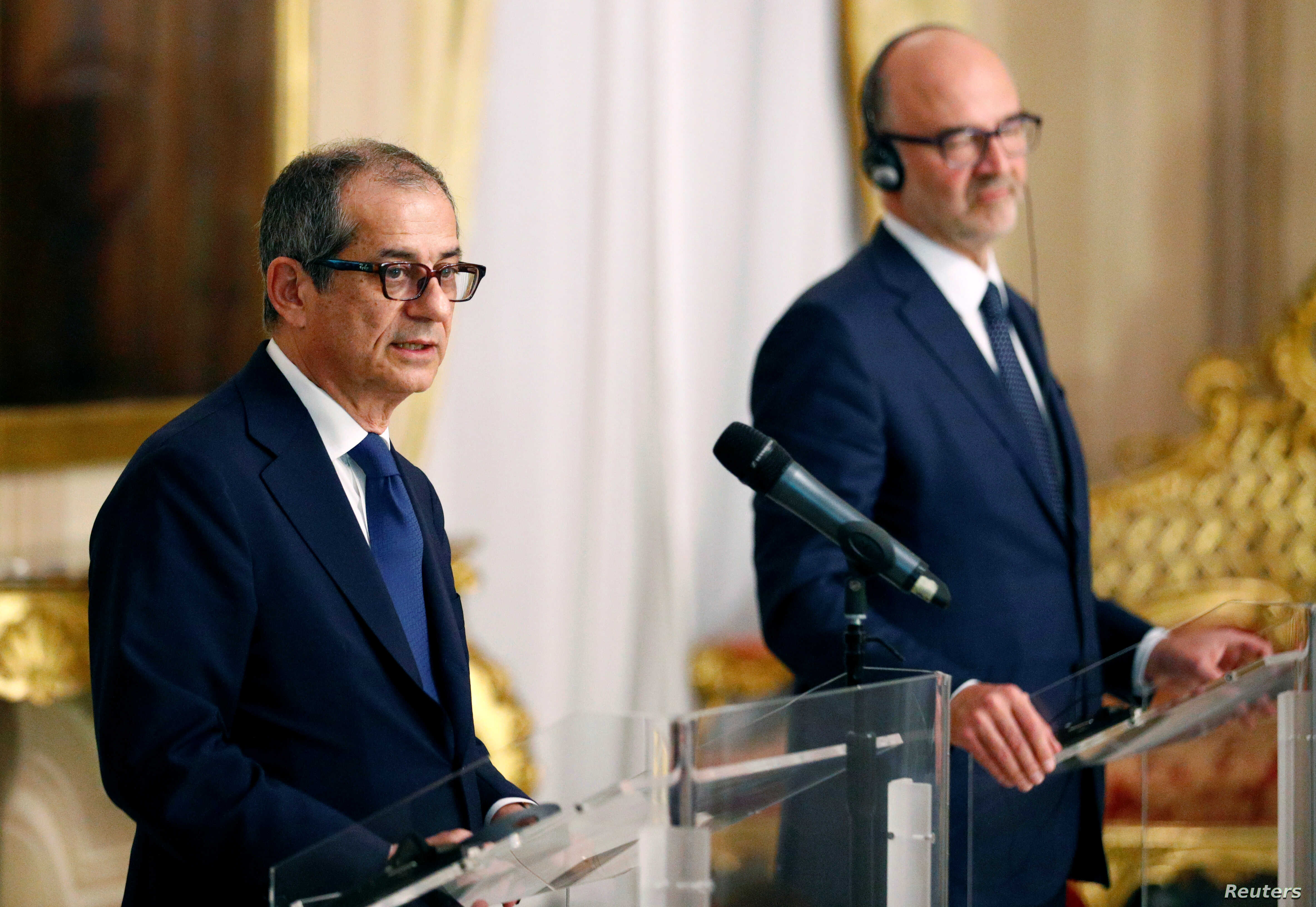 Italy's Economy Minister Giovanni Tria, left, holds a joint news conference with European Economic Commissioner Pierre Moscovici at the Treasury ministry in Rome, Italy Oct. 18, 2018.