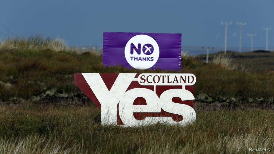 """Placards showing """"Yes"""" and """"No"""" are displayed on moorland on the Isle of Lewis, in the Outer Hebrides of Scotland, Sept. 14, 2014."""