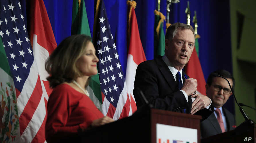 United States Trade Representative Robert Lighthizer, center, with Canadian Minister of Foreign Affairs Chrystia Freeland, left, and Mexico's Secretary of Economy Ildefonso Guajardo Villarrea speaks during the conclusion of the fourth round of negoti...