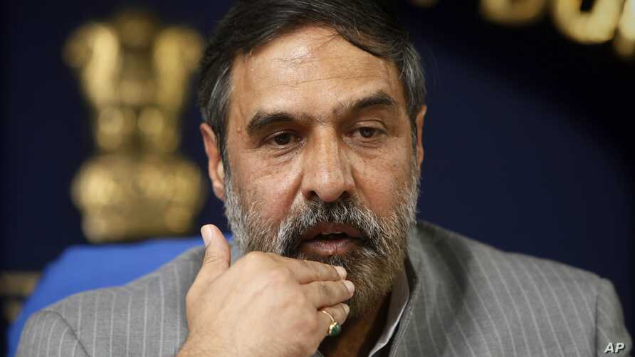 Indian Commerce Minister Anand Sharma addresses a press conference in New Delhi, India, November 25, 2011.