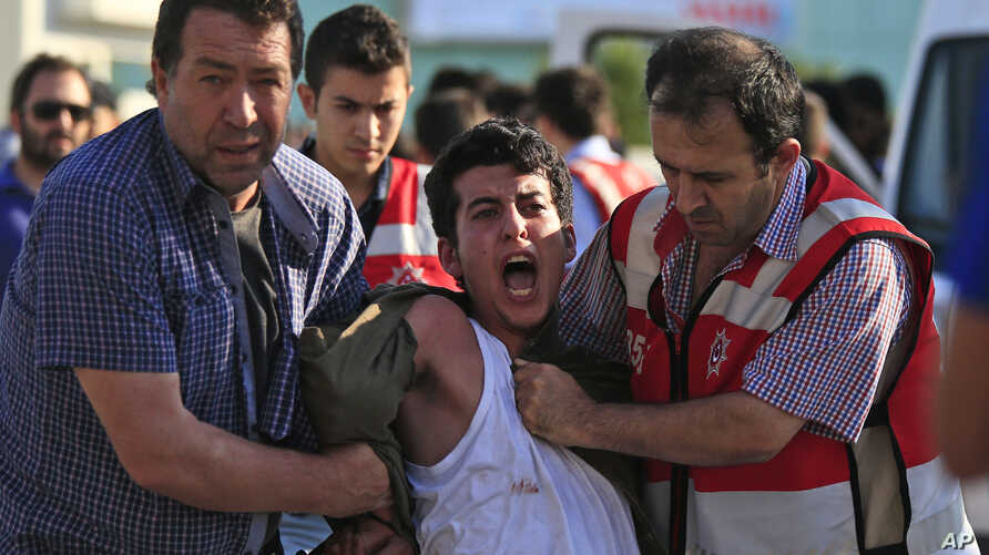 Turkish police arrest a protester chanting slogans in Istanbul after he and others tried to stage a march to denounce the deaths of a Monday explosion in the Turkish town of Suruc near the Syrian border, July 21, 2015.