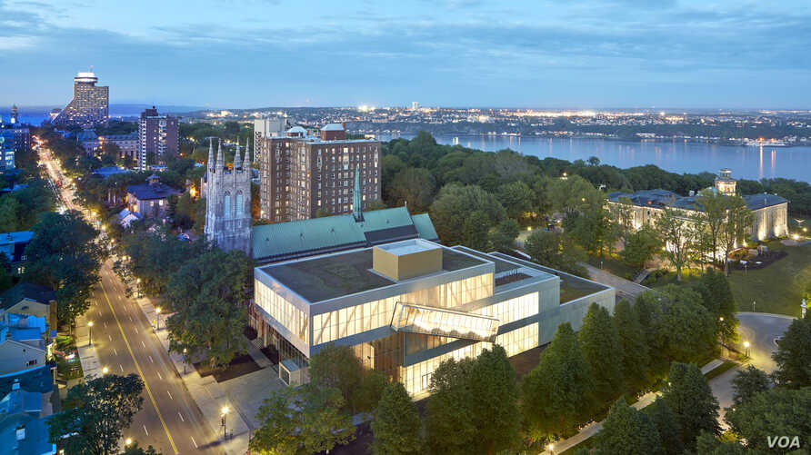 The new museum pavilion sits on Quebec's Grande Allee, flanked by Saint-Dominique Church, built in 1929. Behind the pavilion lies the St. Lawrence River and the former Quebec city jail, which now houses the museum's modern art collection.