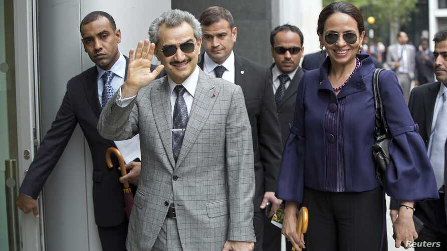 Prince Alwaleed bin Talal gestures as arrives at the High Court, London July 2, 2013.