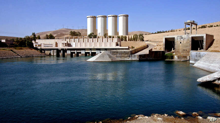 """FILE - A general view of the dam in Mosul, 360 kilometers (225 miles) northwest of Baghdad, Iraq. U.S. engineers examining the dam say they have found new signs of distress in the massive structure and it is now at """"significantly higher risk"""" of fail"""