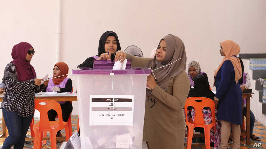 Madivian women cast their votes in Male, Maldives, April 6, 2019. President Ibrahim Mohammed Solih's party is leading in the vote count Sunday.