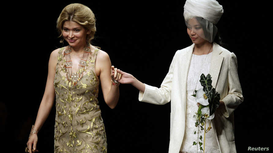 Designer Gulnara Karimova (L), daughter of Uzbekistan's President Islam Karimov, stands with a model after presenting her Guli Collection at China Fashion Week in Beijing October 30, 2012. REUTERS/Jason Lee (CHINA - Tags: FASHION POLITICS) - RTR39RUL