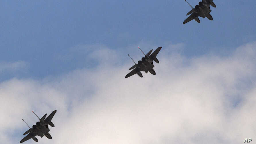 A trio of F-15 jets fly over Arlington, Virgina near the Pentagon, June 17, 2011 (file photo).