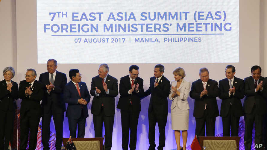 Foreign ministers applaud after a group photo at the start of the 7th East Asia Summit Foreign Ministers' Meeting and its dialogue partners as part of the 50th ASEAN Ministerial Meetings in Manila, Philippines, Aug. 7, 2017.