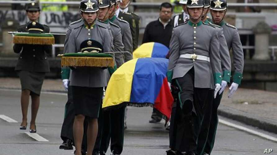 Colombian honor guards carry the coffins of four members of the security forces during their funeral at Bogota's cathedral, November 29, 2011. Colombian FARC rebels executed four members of the security forces during a botched mission to free them fr
