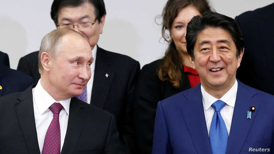 Russian President Vladimir Putin (L) and Japanese Prime minister Shinzo Abe attend a Japanese-Russian meeting in Tokyo, Japan, Dec. 16, 2016.