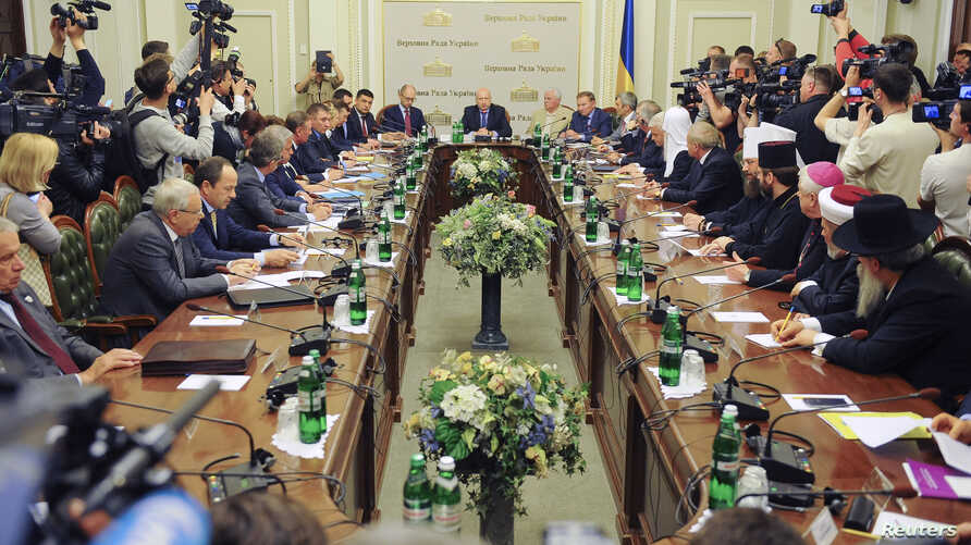 A general view of round table participants in Ukraine's capital, Kyiv, May 14, 2014.
