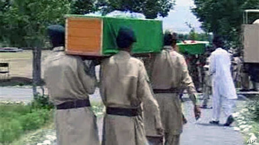Pakistani troops carrying coffins of their colleagues allegedly killed in cross-border helicopter strike by NATO in Parachinar, Kurram, along Afghanistan's border, 30 Sep 2010
