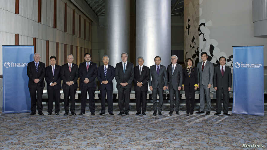 """Trade ministers from a dozen Pacific nations in Trans-Pacific Partnership Ministers meeting post in TPP Ministers """"Family Photo"""" in Atlanta, Georgia, October 1, 2015."""