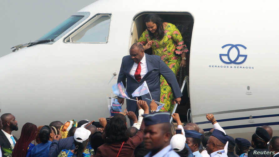 Congolese opposition leader Jean-Pierre Bemba disembarks a plane as he arrives at the N'djili International Airport in Kinshasa, Democratic Republic of Congo, Aug. 1, 2018.