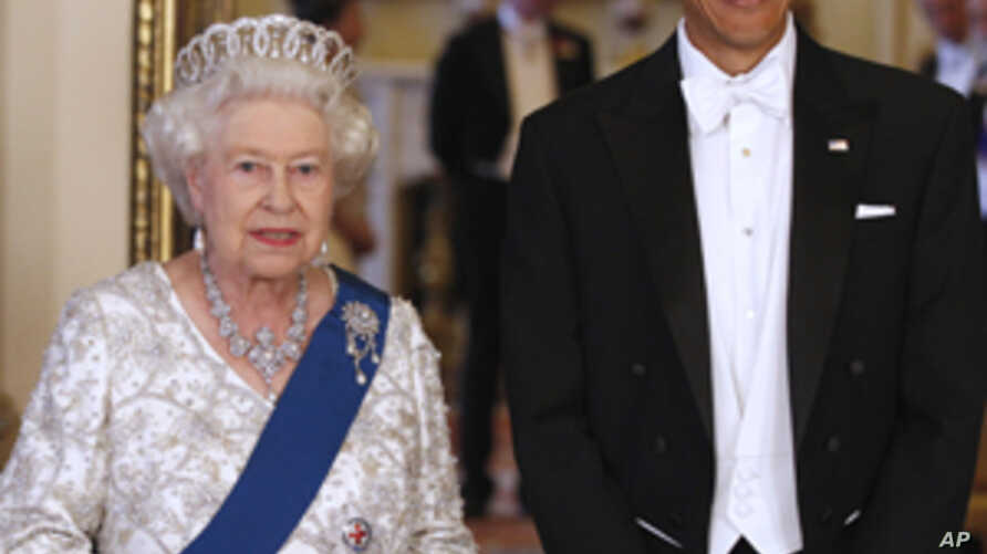 Obamas Welcomed at Britain's Buckingham Palace