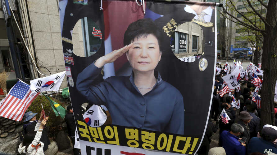 Supporters of former South Korean President Park Geun-hye with her portrait stage a rally to call for her release near the Seoul Central District Court in Seoul, South Korea, April 6, 2018.