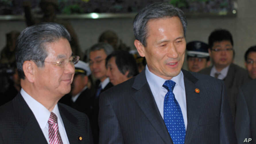 Japan's Defense Minister, Toshimi Kitazawa, being welcomed at the Ministry of National Defense in Seoul by South Korea's Defense Minister, Kim Kwan-jin, Jan. 10, 2011