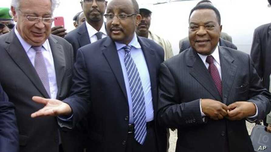 U.N.'s special representative to Somalia Augustine Mahiga, center-right, is greeted by Somali PM Abdiweli Mohamed Ali, center-left, as he arrives at the airport in Mogadishu, Somalia, January 24, 2012.