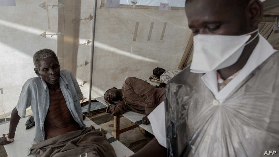 Cholera patients are treated at the Cholera Treatment Center in Tete district,Mozambique, March 5, 2015.