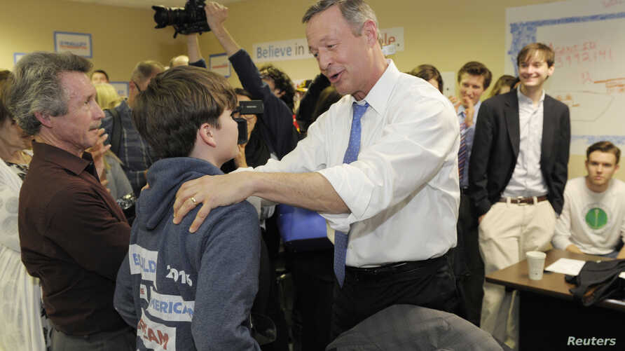 U.S. Democratic presidential candidate Martin O'Malley speaks to workers at his Iowa campaign headquarters in Des Moines, Feb. 1, 2016.