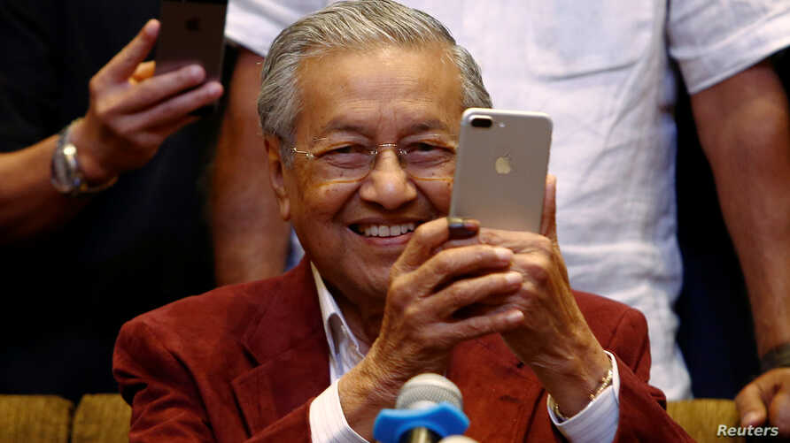 Mahathir Mohamad, former Malaysian prime minister and opposition candidate for Pakatan Harapan (Alliance of Hope), attends a news conference after the general election, in Petaling Jaya, Malaysia, May 9, 2018.