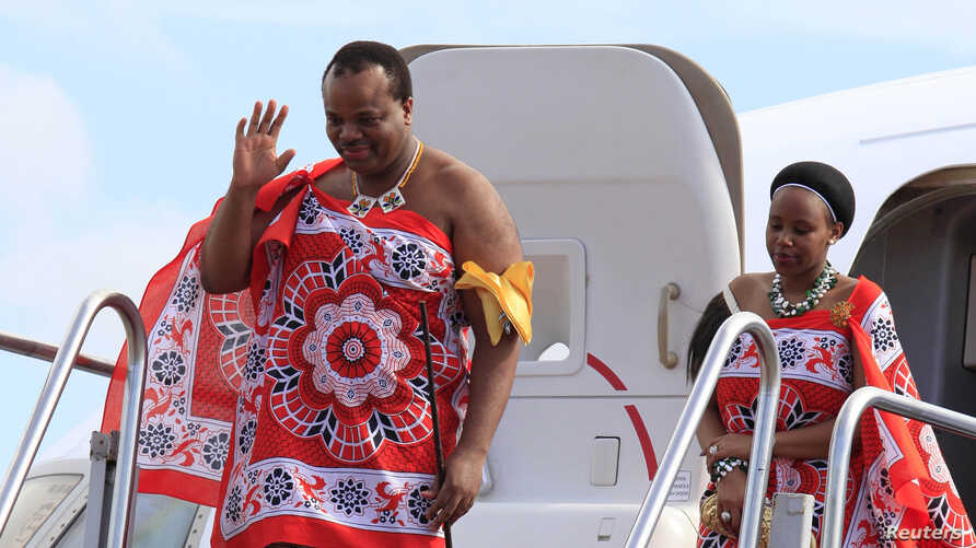 King of Swaziland Mswati III (Front) and one of his 13 wives disembark from a plane after arriving at Katunayake International airport in Colombo, Sri Lanka, August 13, 2012. (Reuters)