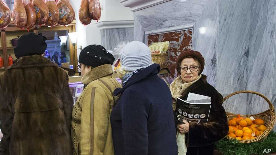 Customers line to stock up for the New Year in GUM Department Store in Red Square in Moscow, Russia, Dec. 29, 2015.
