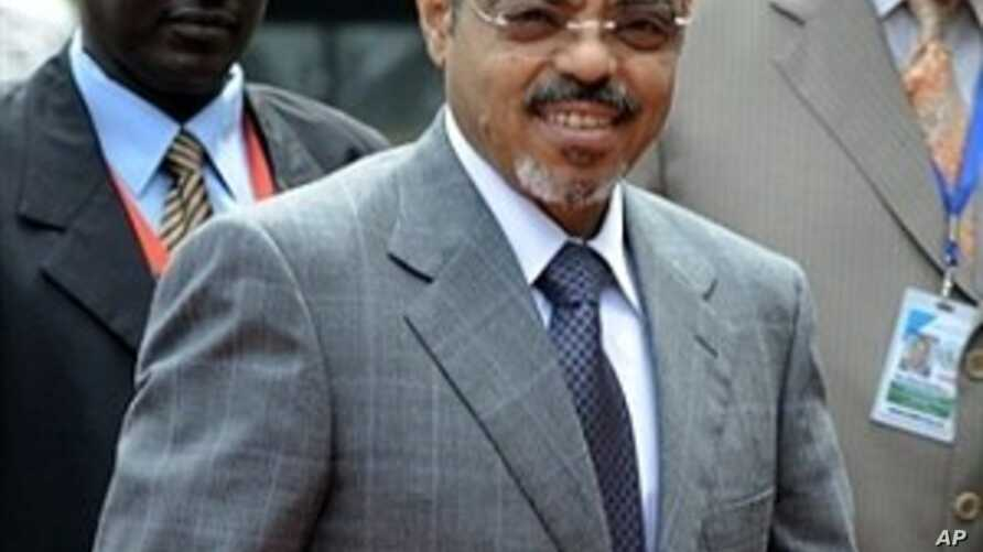 Ethiopian PM and Intergovernmental Authority on Development (IGAD) chairman Meles Zenawi, center (File Photo)