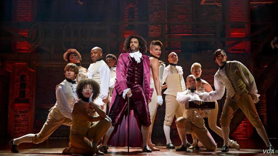 "Cast members of ""Hamilton"" on stage, The Richard Rodgers Theatre Manhattan, New York (Joan Marcus for VOA)."