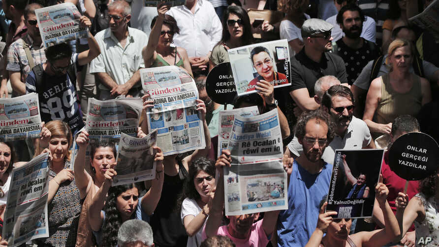 Demonstrators protest jailing of two journalists and an academic, outside the offices of Ozgur Gundem, a pro-Kurdish publication, Istanbul, June 21, 2016.